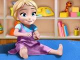 Anna duke luajtur me fëmijën Elsa
